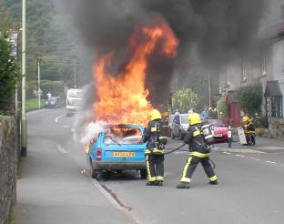 Reliant Robin on fire
